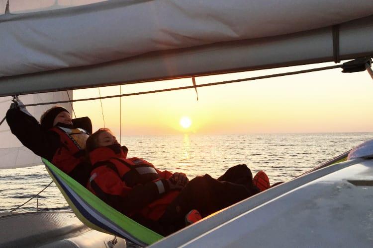 Sejlads og solnedgang