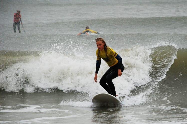 Surfing, rider på bølgen